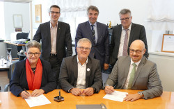 Unterzeichnung der Erklärung zur interkommunalen Zusammenarbeit bei der Digitalisierung