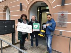 Defibrillator wird übergeben