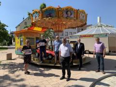 Die Bina-Vorstandsmitglieder Catrin Hammig und Christoph Engelhardt, Schausteller Jürgen Hahn, Oberbürgermeister Hubert Schnurr, Frank König, Vorstandsvorsitzender Sparkasse Bühl, und Andreas Bohnert vom städtischen Ordnungsamt.
