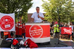 Oberbürgermeister Hubert Schnurr richtete sich an die Teilnehmer der Kundgebung.