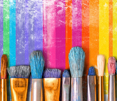 Pinsel mit bunten Farben