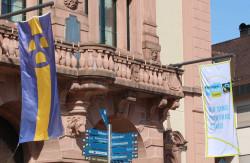 Fairtrade-Flagge am Rathaus 1