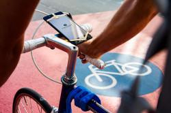 Smartphone als Navigation an Fahrradlenker