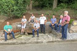 Freiwillige Helfer lassen Narrenbrunnen und Muhrbachpfad in neuem Glanz erstrahlen