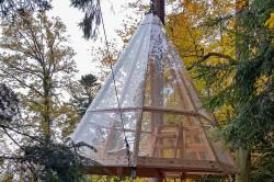 Schwebendes Baumhaus