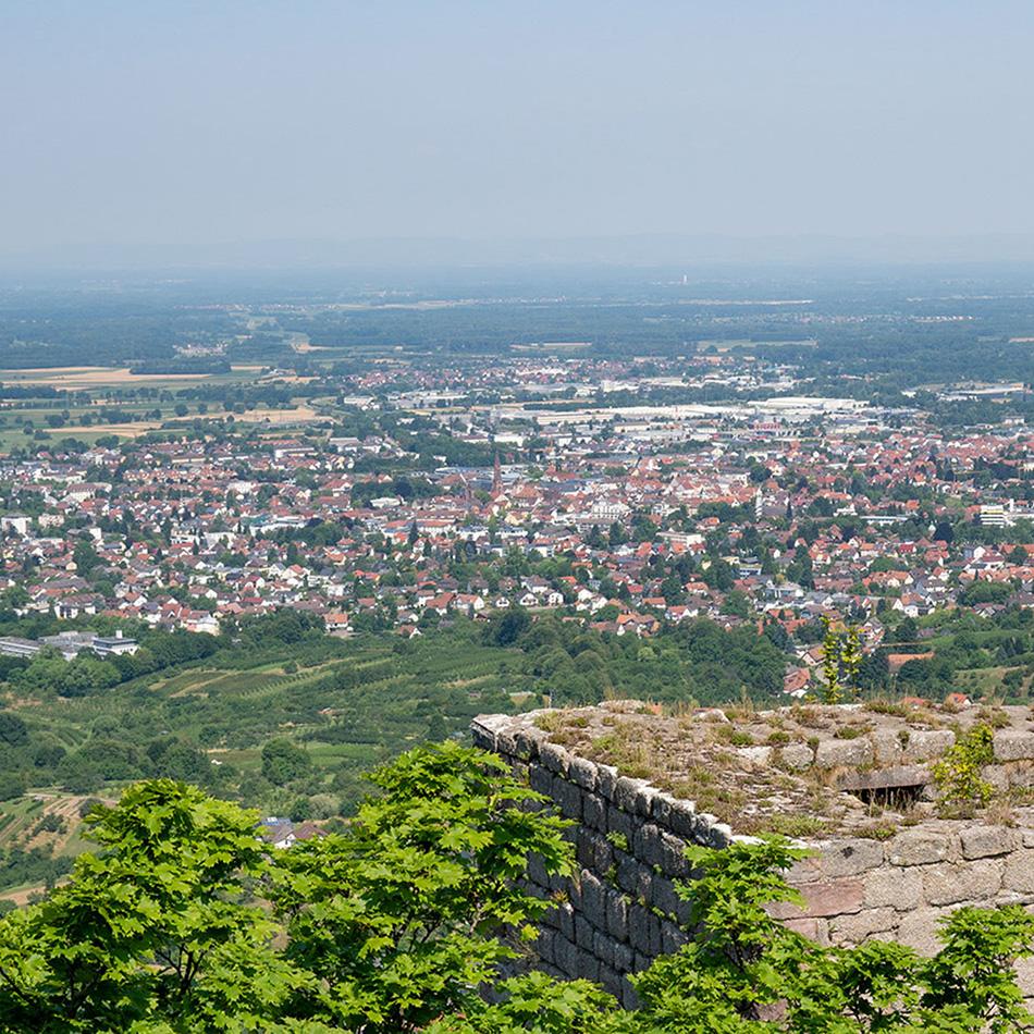 Blick auf Bühl von der Burg Windeck