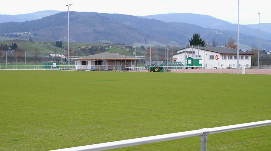 Rasen beim Sportplatz in Eisental