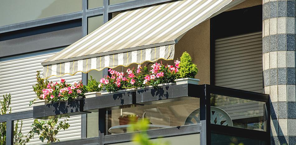 Balkon mit Sonnen-Markise