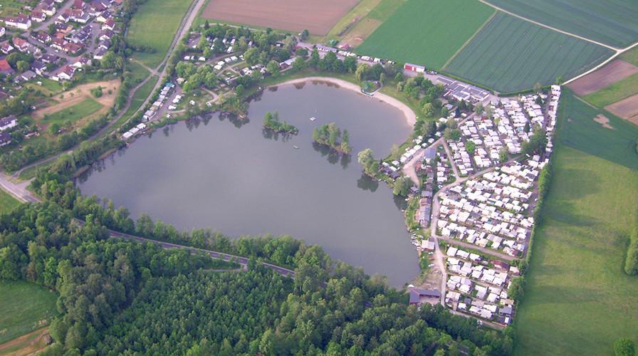 Luftbild vom Badesee beim Campingplatz Adam in Oberbruch