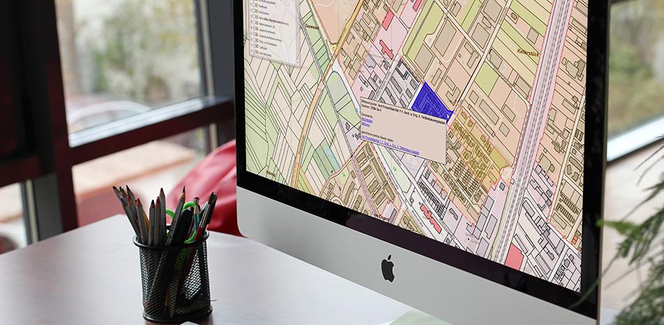 Bildschirm mit geöffnetem Geo-Informations-System