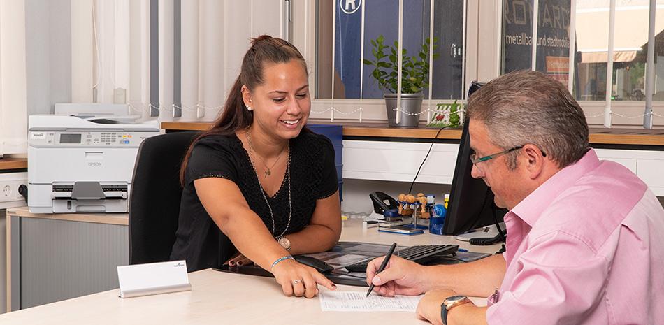 Beratungssituation im Bürger-Service-Center Bühl