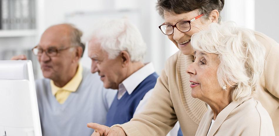 Senioren beim PC-Kurs