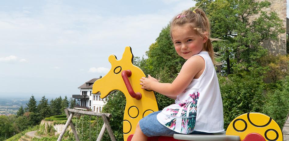 """Kind auf dem Spielplatz """"Burg Windeck"""""""