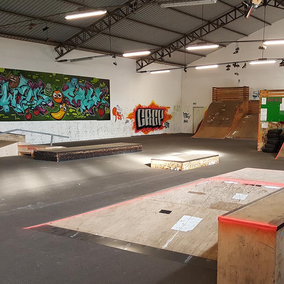 Innenansicht der Skatehalle in Bühl