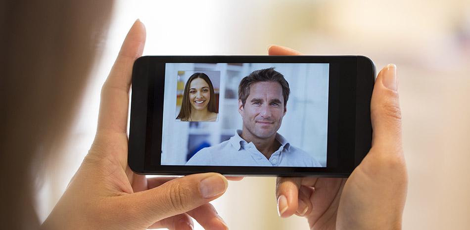 Videokonferenz auf einem Smartphone