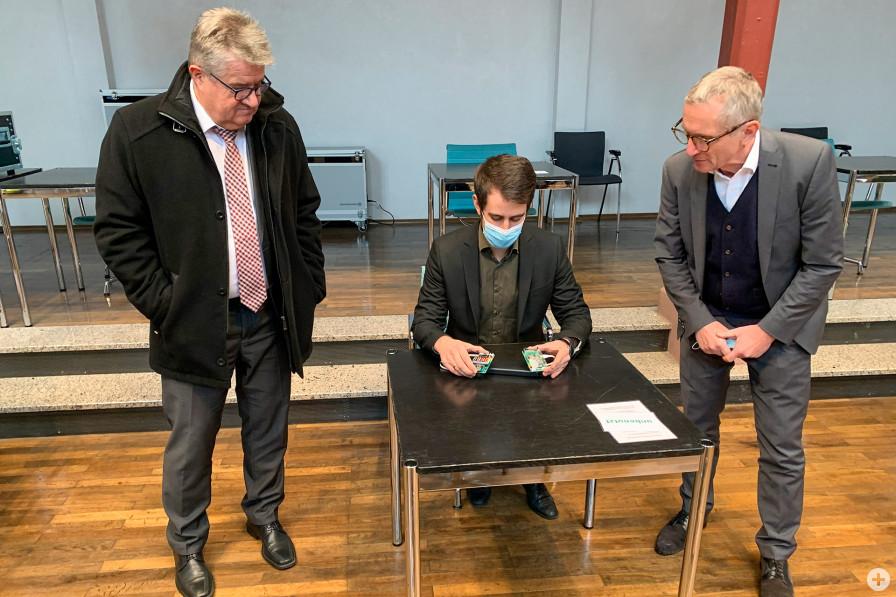 Oberbürgermeister Hubert Schnurr, Digitalisierungsbeauftragter Eduard Itrich und Erster Beigeordneter Wolfang Jokerst (von links nach rechts)