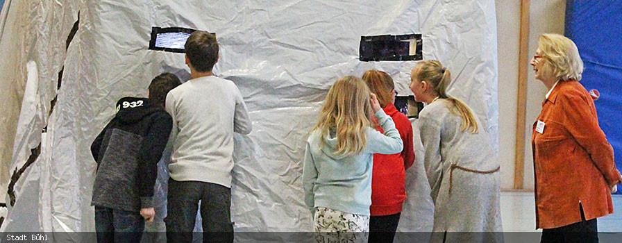 Dunkeltunnel in der Aloys-Schreiber-Schule in Bühl