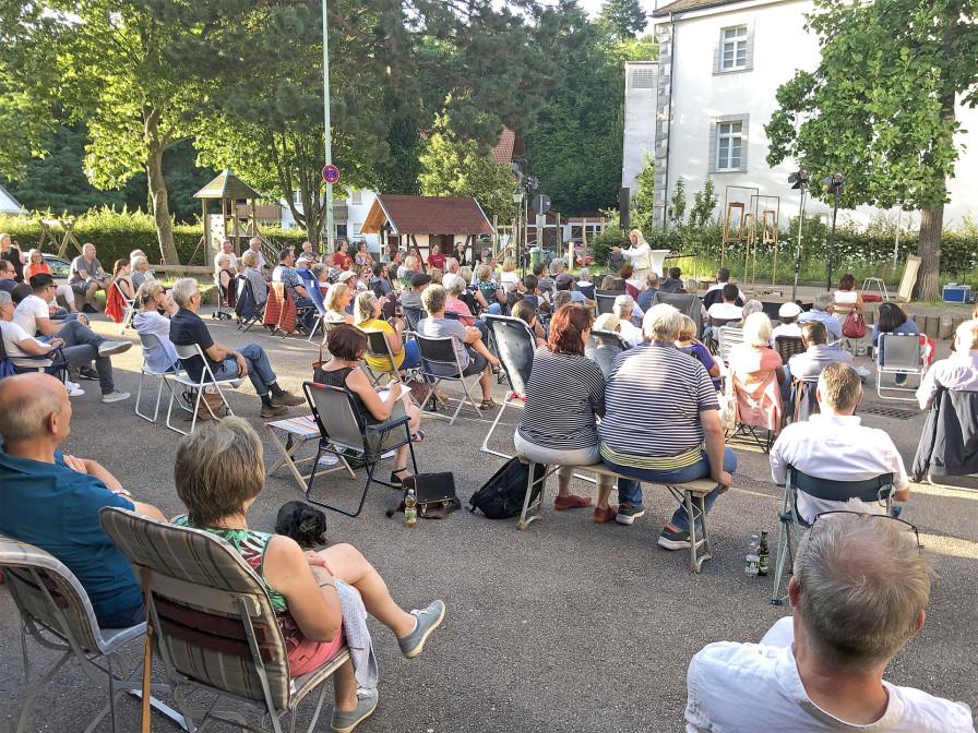 Kultur-im-Klappstuhl-Veranstaltung in Neusatz